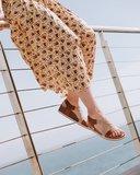 Syren sandalen van Suecos op model
